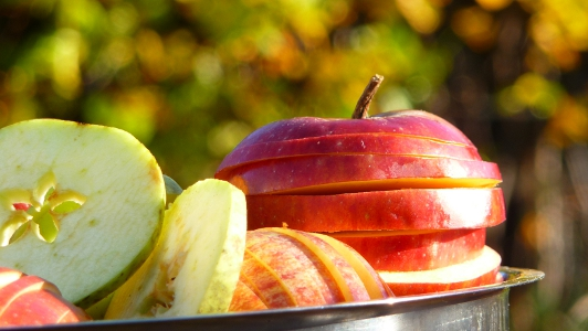 jabłka pokrojone w plastry
