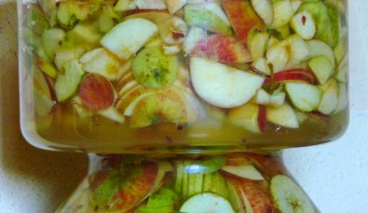 pierwszy etap fermentacji - cydr czyli jabłkowe wino