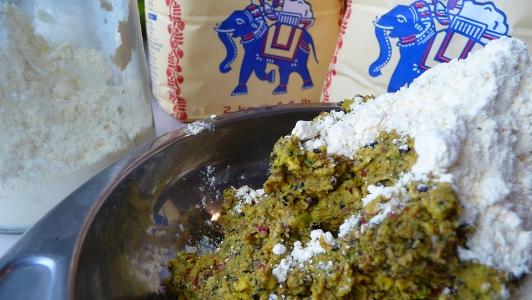 wegetariańskie kotlety z mąką z ciecierzycy